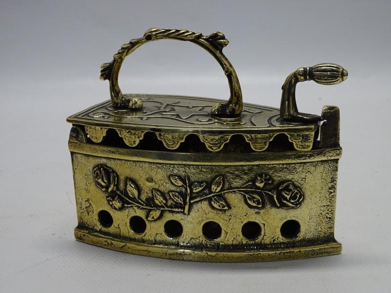 Goudkleurige Antieke Strijkbout