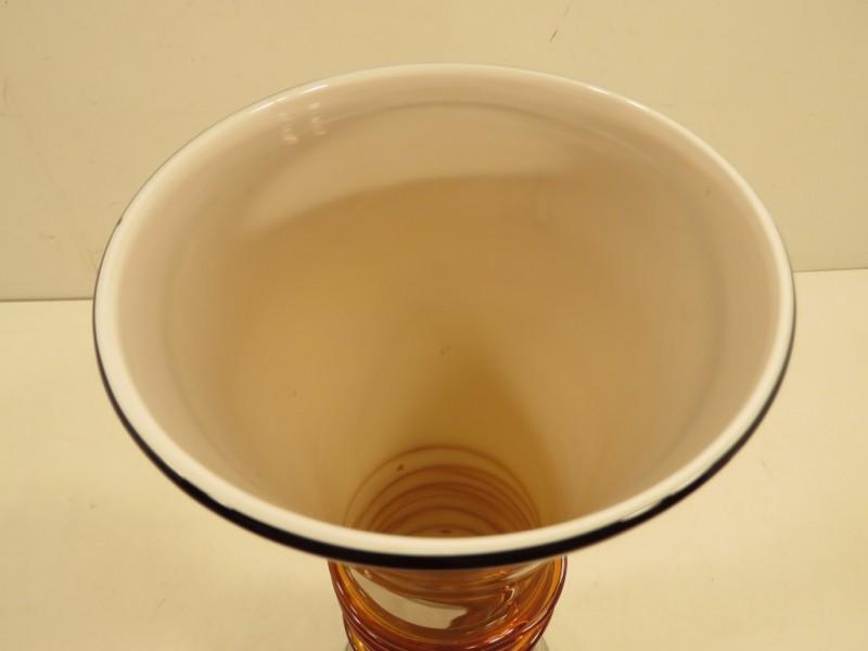 Vaas in bruin glas gemerkt J-line