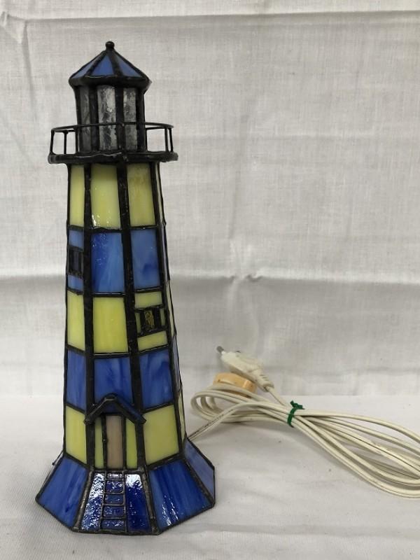 Kleine lamp in vuurtoren vorm