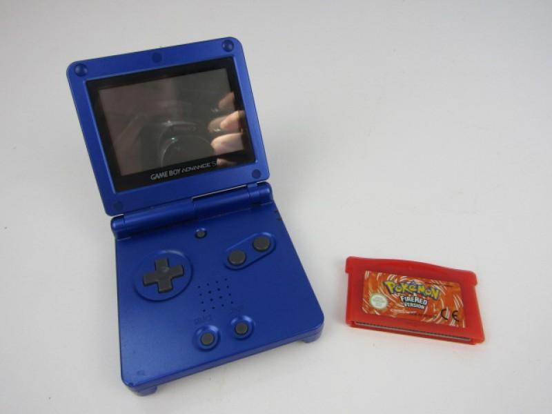 Nintendo GAME BOY Advance SP met Pokemon Fire Red.