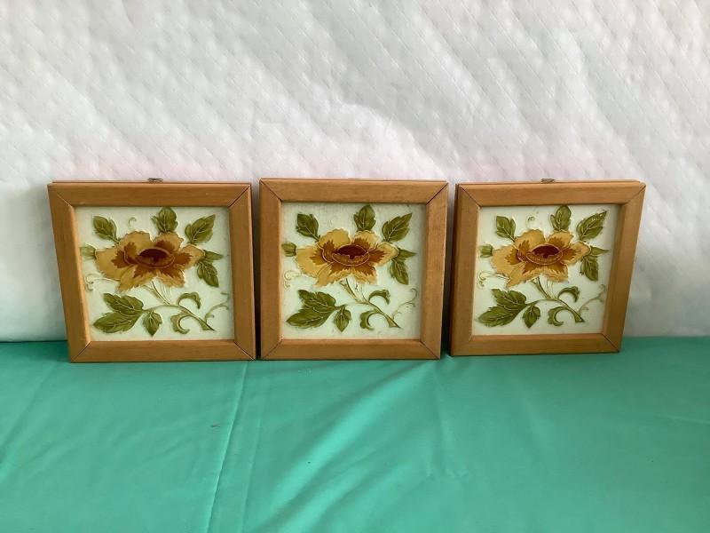 3 ingekaderde art nouveau tegels
