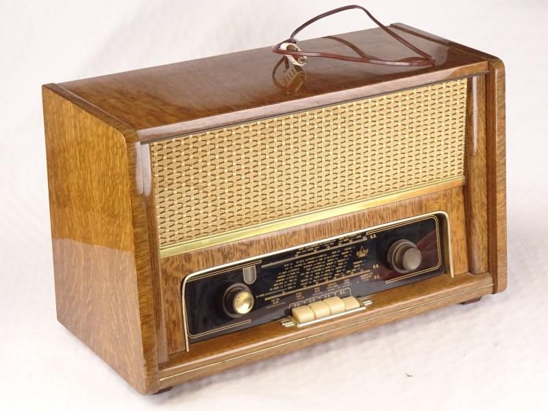 REALSON vintage radio.