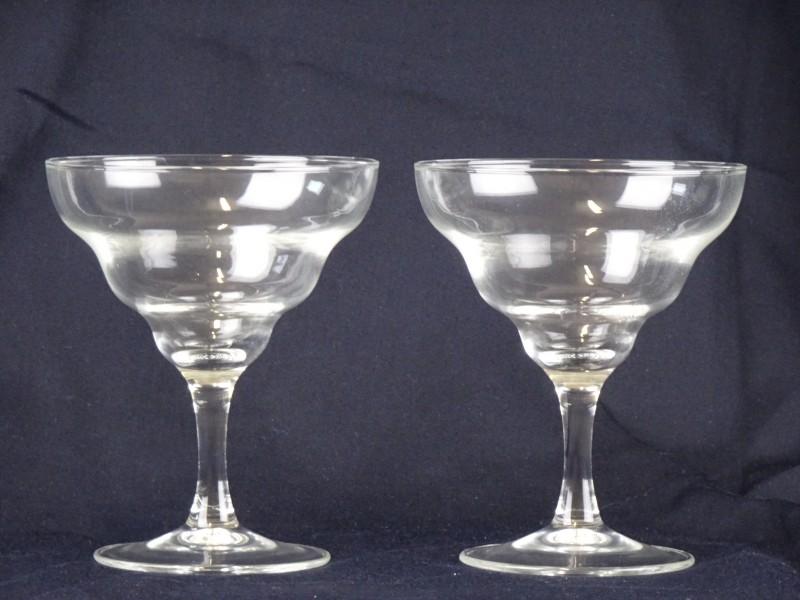 2 cocktailglazen gemaakt in Frankrijk.