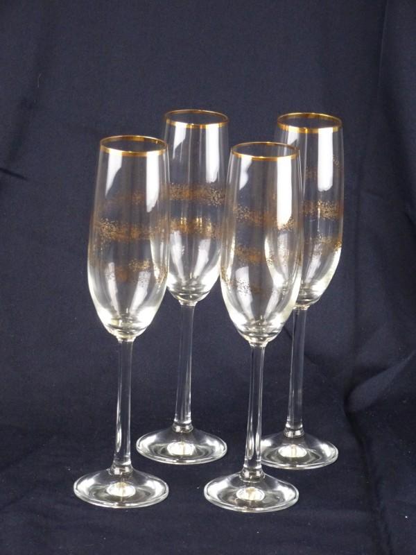 4 hoge champagneglazen