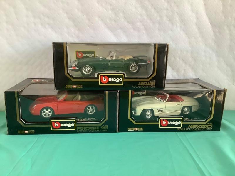 Lot van 3 Burago miniatuur auto's