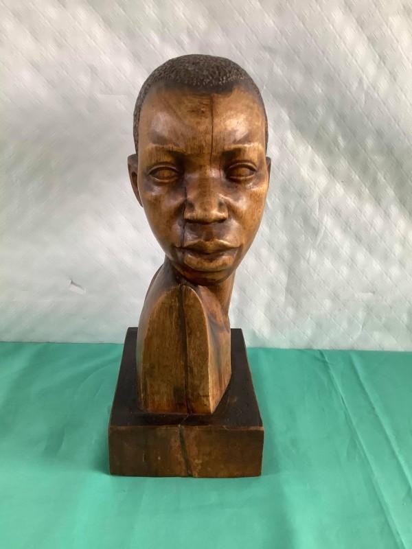 Houten buste van een Afrikaanse jongen
