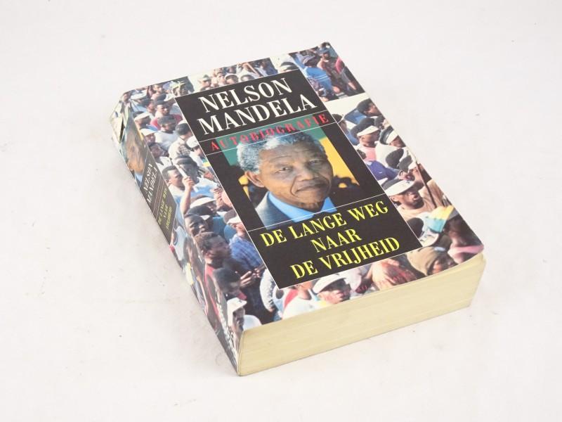 Boek: Nelson Mandela, autobiografie. De lange weg naar de vrijheid.