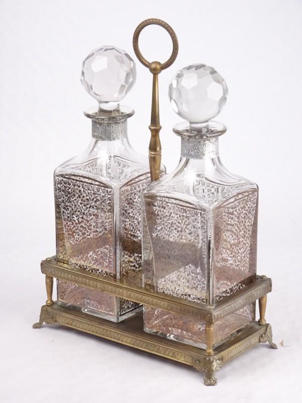 2 vintage kristallen flessen met dop om drank in te bewaren.