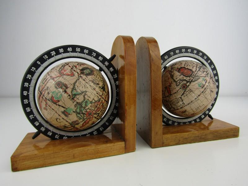 2 x Houten Boekenstaander met Wereldbol