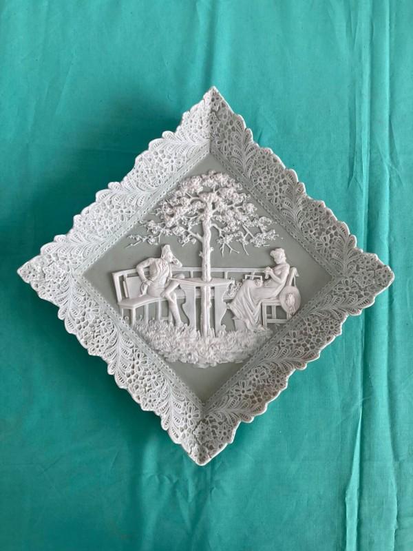 Decoratief bord in wedgwoodstijl