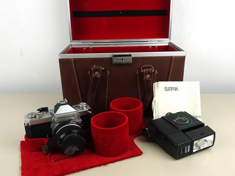 Fotocamera (NIKKORMAT) met koffer