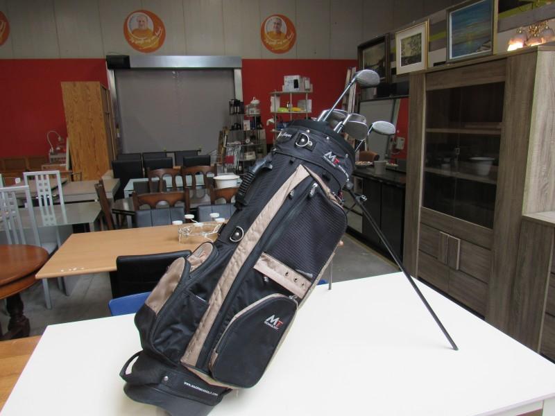 Golfclubs in cartbag voor rechtshandigen