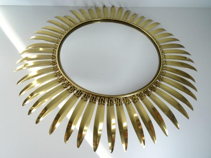 Zonnespiegel van goudkleurig metaal