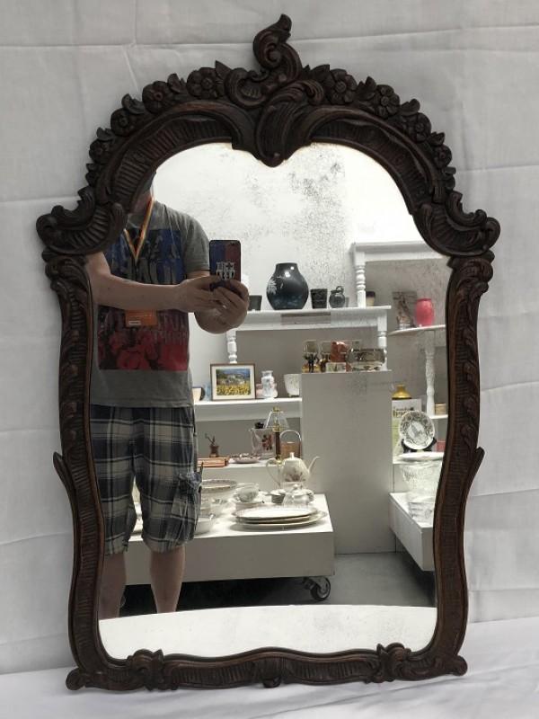 Spiegel met antieke lijst