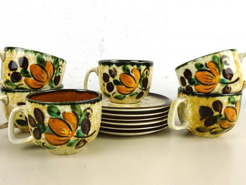 Vintage aardewerk tassen & ondertassen (BOCH)