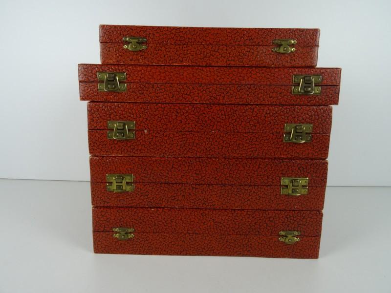 Vintage bestekdelen in koffers