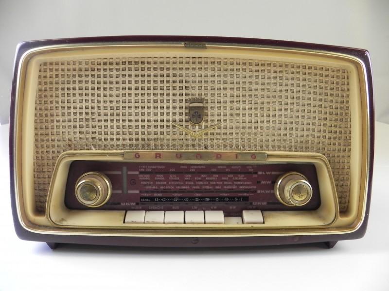 Vintage GRUNDIG Radio type 97a fm/am